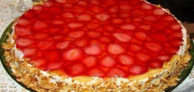 Полуничний торт бісквітний