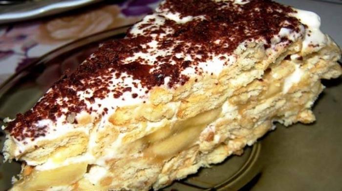 Швидкий банановий торт на основі печива