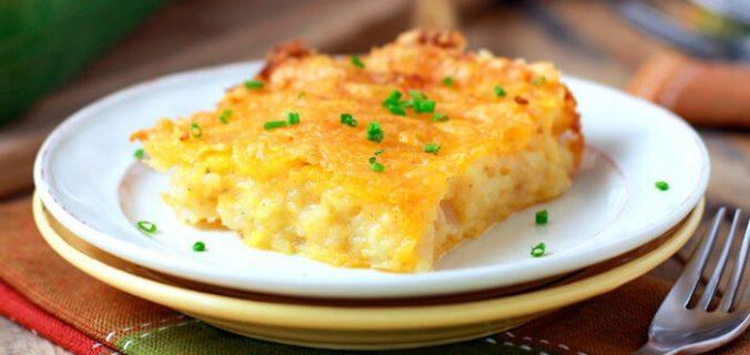 Пиріг-запіканка з тертої картоплі з сиром і часником