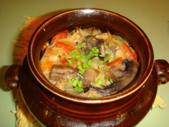 Тушковані гриби з овочами