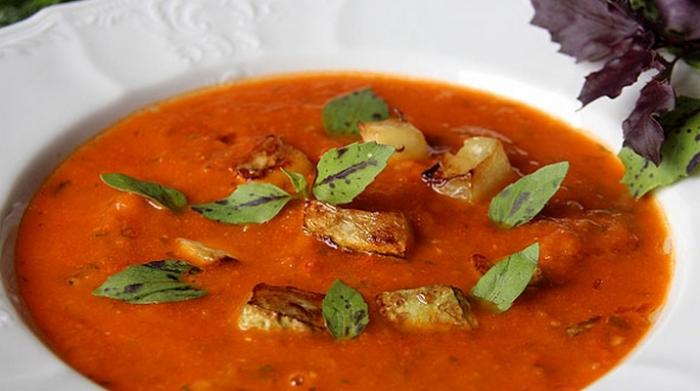 Томатний суп з кабачками