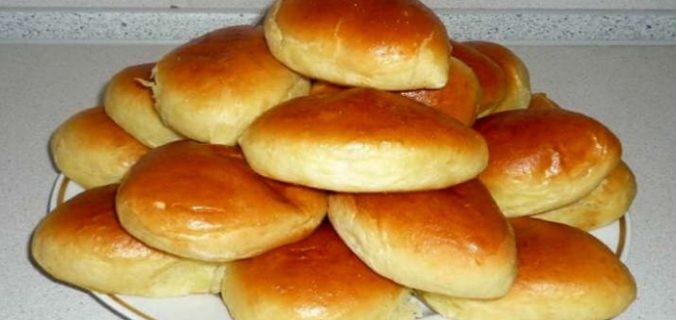 Дріжджові пиріжки з куркою