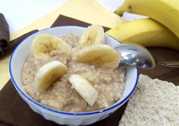 Вівсянка на воді з бананом — як приготувати?