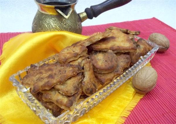 Печиво на розсолі з горіхами і чорносливом: покроковий рецепт