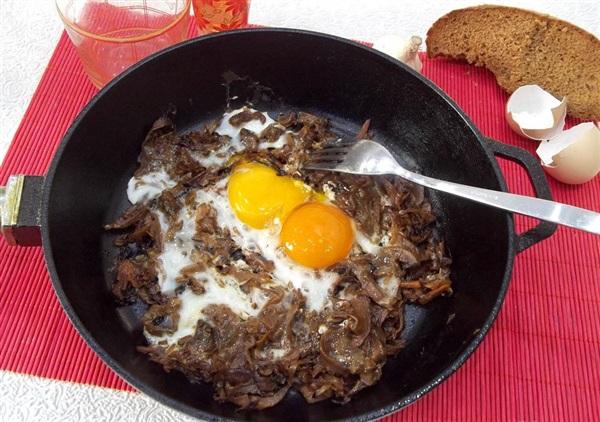 Яєчня з капустою і грибами: покрокове приготування