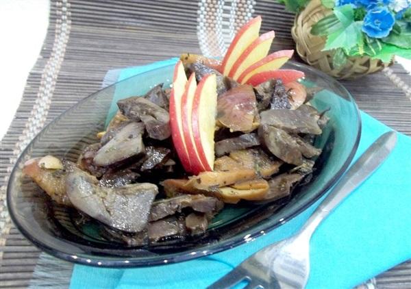 Нирки тушковані з яблуками: покрокове приготування