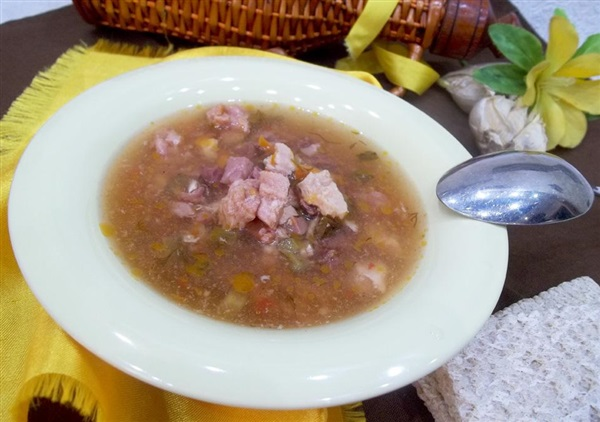 Солянка з нирками і солоними огірками: покрокове приготування