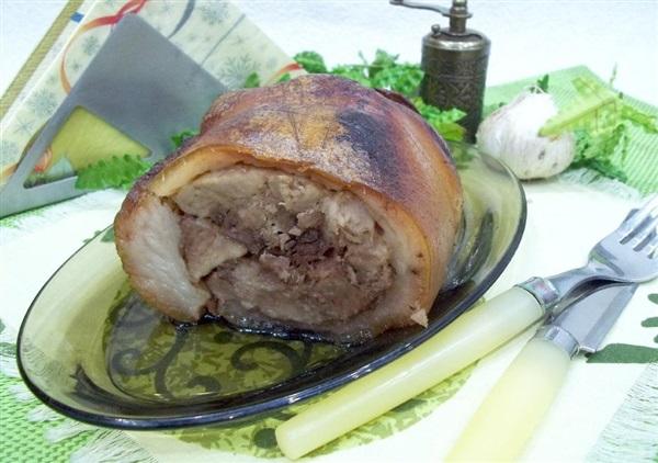 Рулет зі свинячої рульки: покрокове приготування
