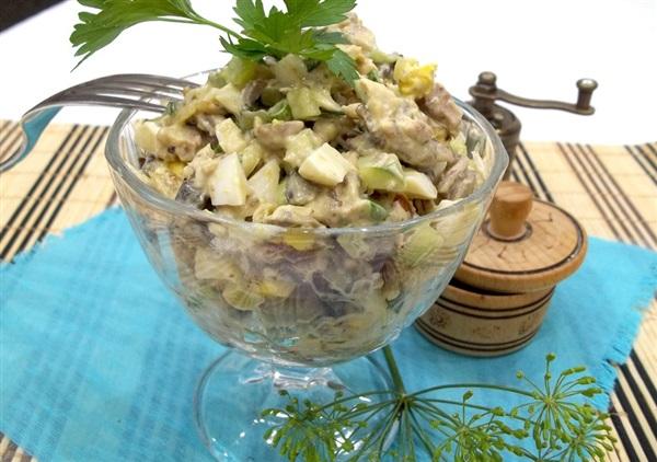 Салат з куркою і грибами — покрокове приготування