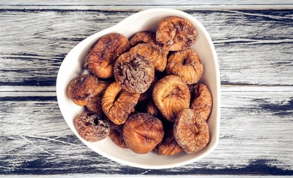 Сушений інжир: користь, шкоду, як їдять і зберігати, рецепти