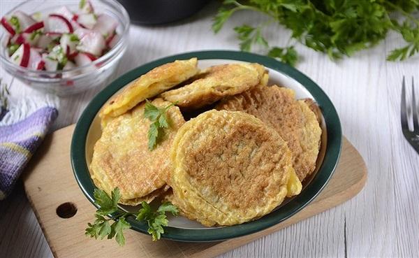 Ледачі відбивні в вафлях зі свинячим фаршем – покроковий рецепт