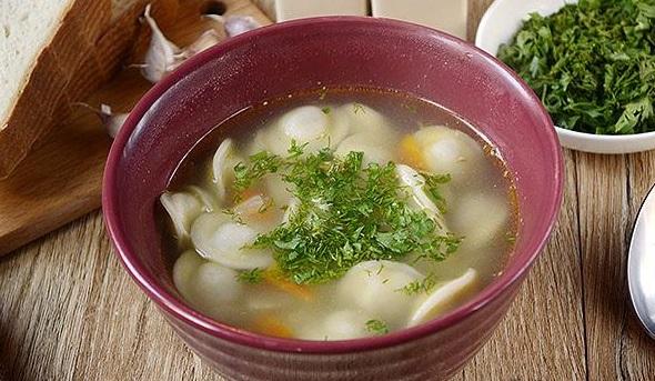Суп з пельменями і картоплею: рецепт приготування з фото