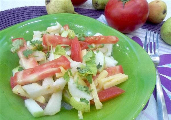 Салат з помідорами, яблуками, грушею та сиром: покрокові фото, відео