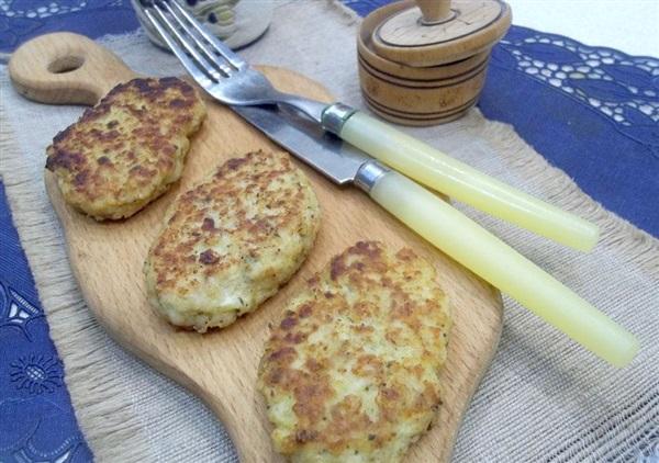 Котлети з курки: покрокове приготування з овочами і сиром