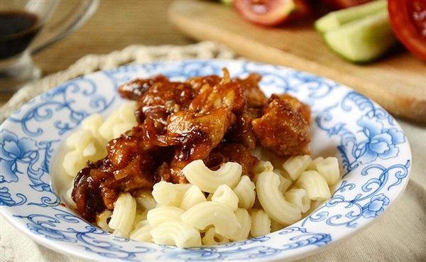 Підлива з мясом, помідорами і кетчупом – покроковий рецепт
