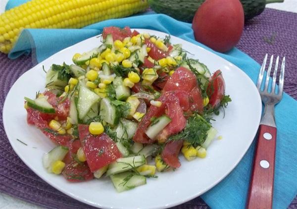 Овочевий салат з вареною кукурудзою: рецепт і фото