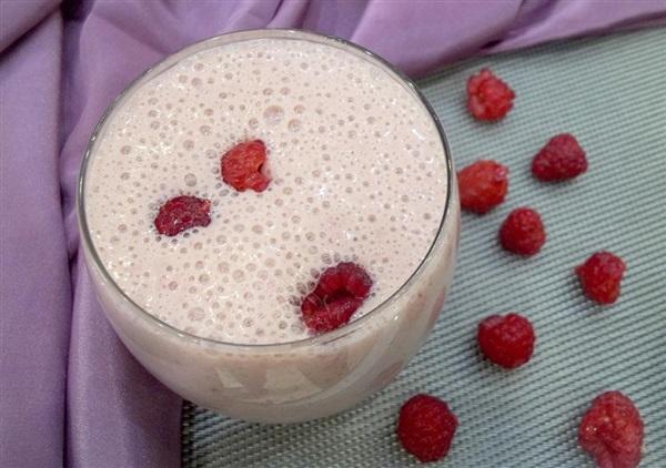 Яєчно-молочну смузі з малиною: покроковий рецепт з фото