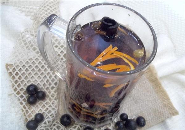 Чай з чорною смородиною, медом, цитрусовими і корицею: покрокові фото, відео
