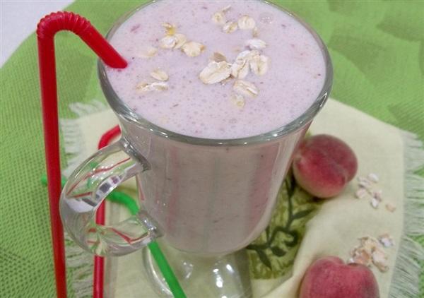 Молочне смузі з персиком, вівсянкою і медом: покроковий рецепт