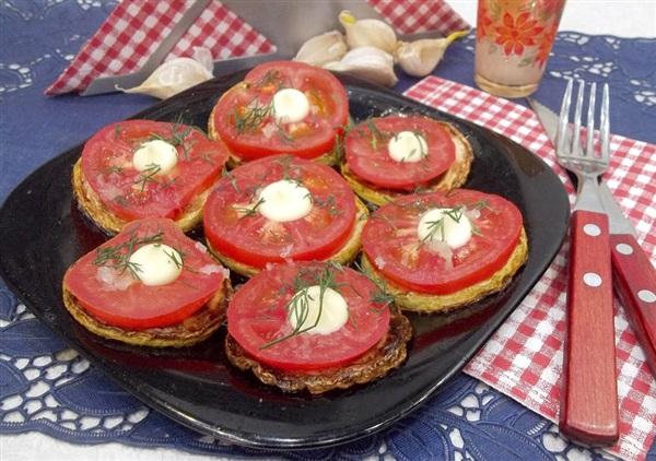 Закуска з кабачків і помідорів — як приготувати?