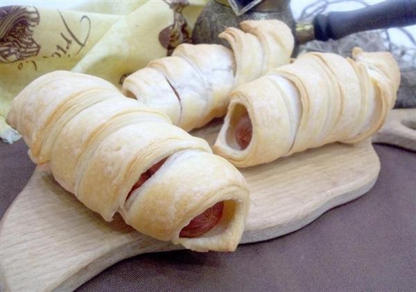 Сосиски в листково-дріжджовому тесті: покрокове приготування
