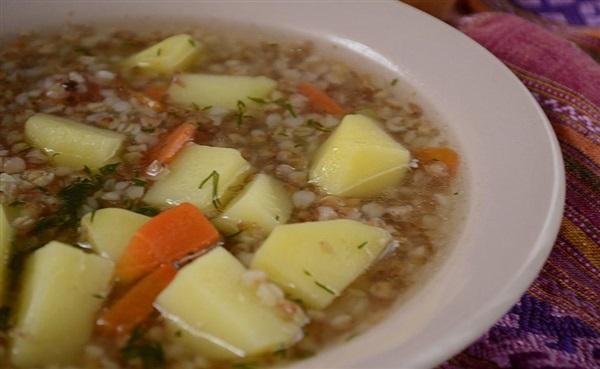 Гречаний суп на курячому бульйоні без засмажки – покроковий рецепт