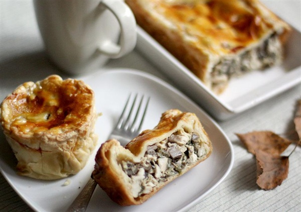 Слойоний пиріг з грибами: корисні поради і ТОП-4 покрокових рецепта