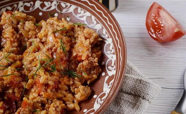 Рис з фаршем і овочами на сковороді - рецепт