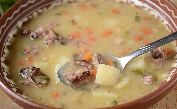 Гороховий суп в мультиварці з копченными реберцями: покроковий рецепт