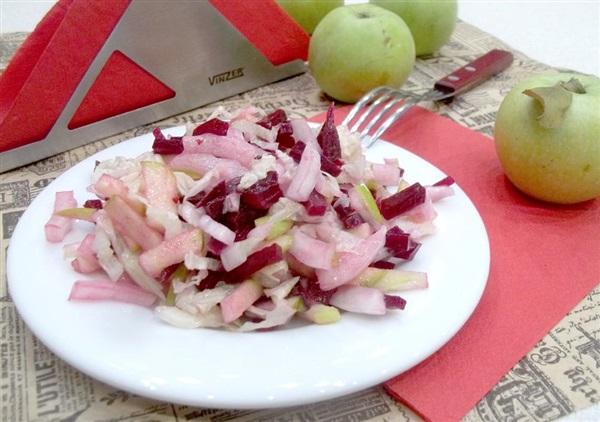 Салат «Мітелка»: рецепт з пекінської капусти, буряків і яблука
