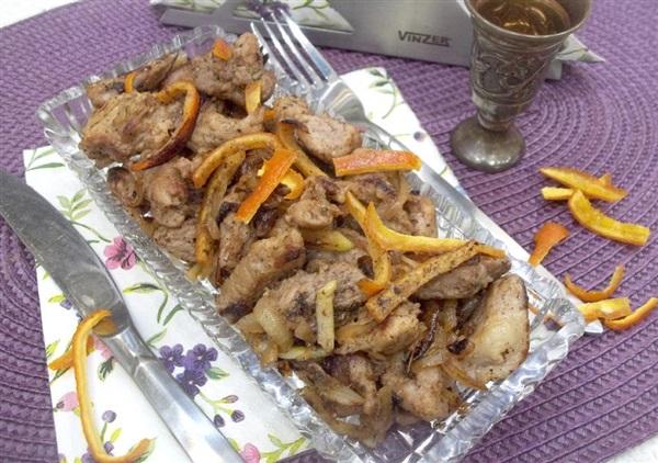 Смажене мясо з цибулею і апельсиновою цедрою: покроковий рецепт