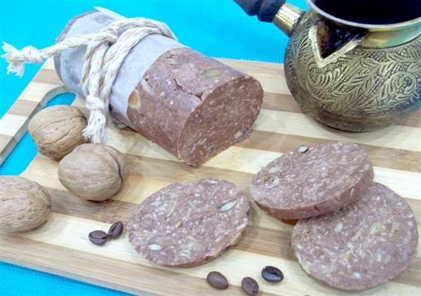Шоколадна ковбаса з горіхами: рецепт з дитинства