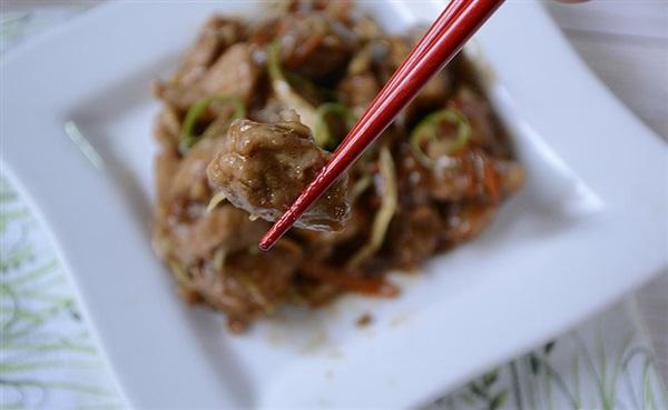 Свинина по-китайськи з морквою і капустою – рецепт з фото