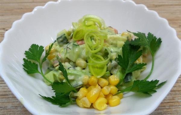Салат з авокадо і крабовими паличками: рецепт з фото, як приготувати