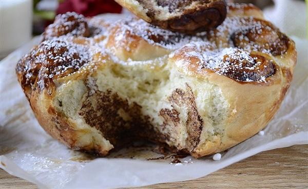 Дріжджова булочка ромашка з какао – рецепт з фото