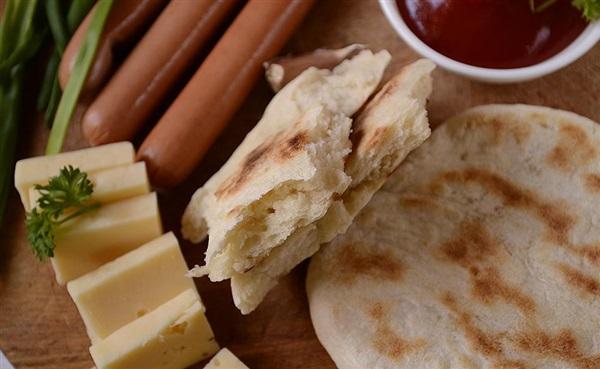 Швидкі дріжджові коржі на сковороді: покроковий рецепт приготування