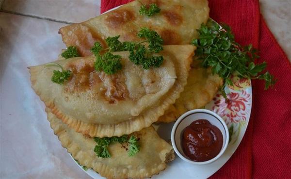 Кримські чебуреки на заварне тісто: рецепт з фото, як приготувати
