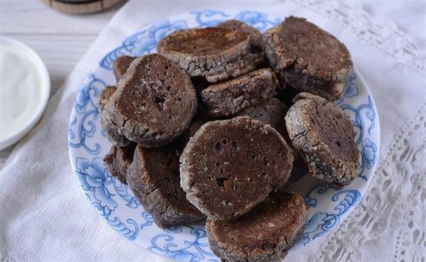 Шоколадні сирники з какао на сковороді: рецепт з фото