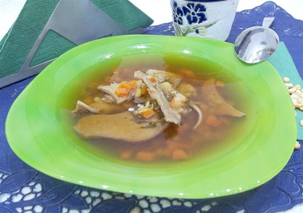 Гороховий суп з сушеними білими грибами: покрокове приготування