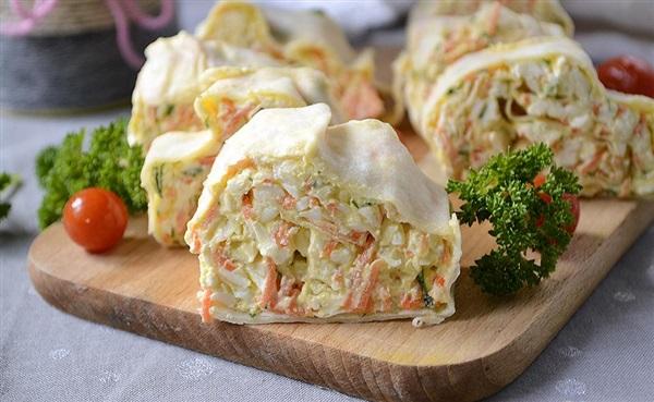 Рулет з лаваша з плавленим сиром і морквою по-корейськи: рецепт з фото