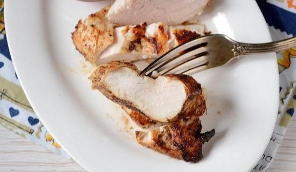 Куряча грудка за 15 хвилин на вершковому маслі: покроковий рецепт з фото