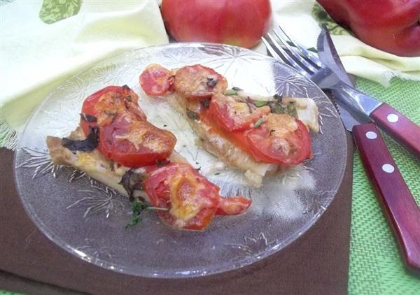 Філе минтая в духовці: покроковий рецепт з перцем і помідорами