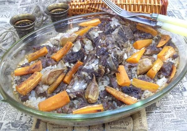 Запечена свинина з рисом, морквою і часником: покроковий рецепт з фото і відео