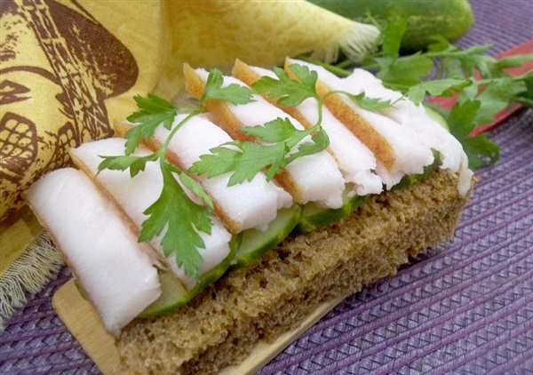Бутерброд з салом і огірком: покроковий рецепт з фото і відео