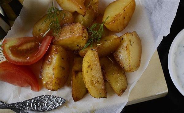 Картопля з соєвим соусом, запечена в духовці