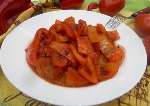 Тушкований болгарський перець з помідорами: секрети приготування і покроковий рецепт з фото