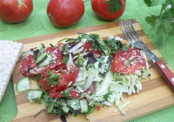 Овочевий салат з кунжутом і зеленню: покроковий кулінарний рецепт