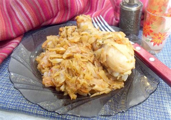 Тушкована капуста з куркою в томаті: секрети приготування і покроковий кулінарний рецепт