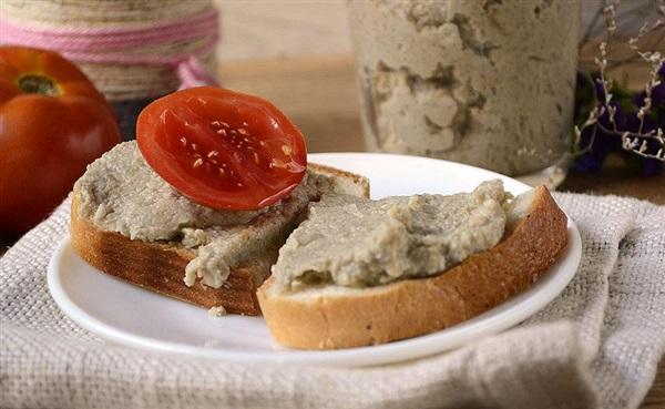 Паштет з печеного баклажана і яєць – рецепт з фото