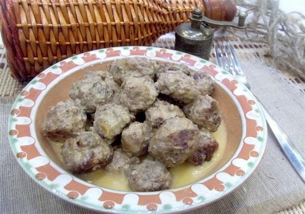 Фрикадельки в сметані на сковороді: покроковий рецепт з фото